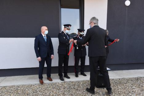 """În Bihor, s-au inaugurat primele simulatoare de incendii din ţară, pentru perfecţionarea pompierilor. Ministrul Bode: """"O unitate etalon"""" (FOTO / VIDEO)"""