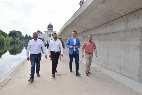 """Ministrul Mediului, Tánczos Barna, vizită pe malurile Crişului în Oradea: """"Este important să nu transformăm totul în beton"""" (FOTO / VIDEO)"""