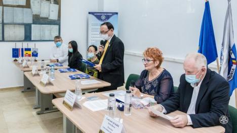 Colţ thailandez, la Universitatea din Oradea, cu cărţi şi exponate artizanale din exotica ţară (FOTO)