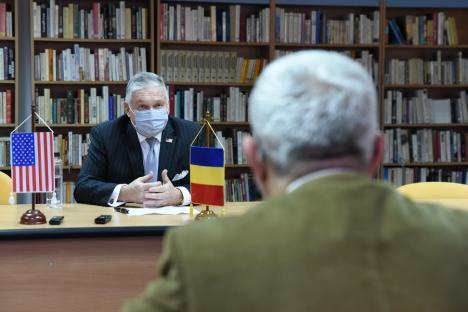 """Interviu exclusiv cu Adrian Zuckerman, ambasadorul SUA: """"Singurul lucru care a ţinut România pe loc este corupţia"""" (FOTO / VIDEO)"""