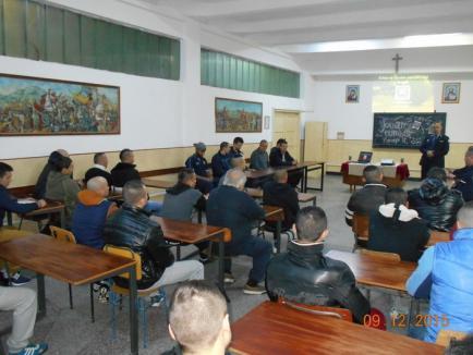 Baschetbaliştii orădeni şi-au spus poveştile într-o întâlnire cu deţinuţii din Penitenciarul Oradea (FOTO)