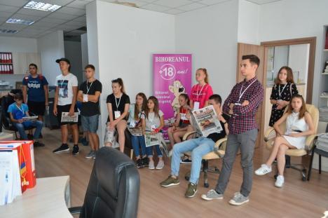 Şcoala de vară a Universităţii se ţine şi la BIHOREANUL: Viitorii studenţi au aflat cum lucrează jurnaliştii orădeni (FOTO)