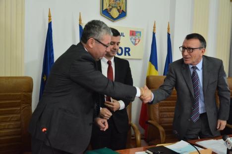 Vizită ministerială în Bihor: S-au parafat investiţii de peste 70 milioane euro în drumurile judeţene, Drumul Apuseni şi Muzeul Ţării Crişurilor (FOTO)