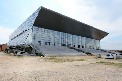 Ministrul Cseke a inspectat, din nou, şantierul sălii polivalente din Oradea. Care este stadiul lucrărilor (FOTO / VIDEO)