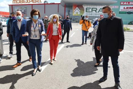 Vaccinaţi de ministru: Ioana Mihăilă a administrat doze de ser anti-Covid la centrul drive-through din Oradea şi într-un cabinet din Oşorhei (FOTO / VIDEO)