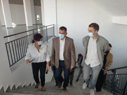 O nouă vizită pe șantierul Sălii Polivalente din Oradea a ministrului Cseke, care anunță noi investiții. Vezi despre ce este vorba! (FOTO)