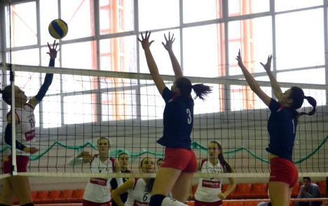 Voleibalistele de la CSU Oradea vor juca pentru promovare la Galaţi