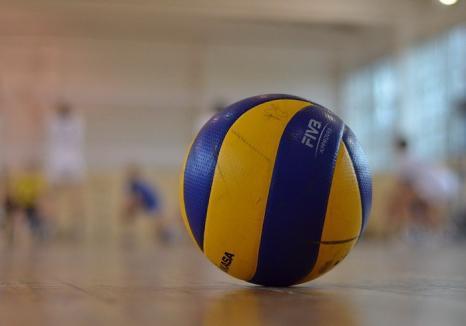 Voleibalistele de la CSU Oradea au cedat jocul cu liderul clasamentului, Medicina Târgu Mureş, cu 1-3