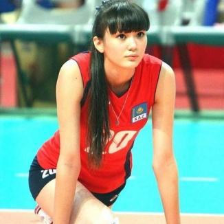 O voleibalistă din Kazahstan, prea sexy pentru echipa ei (VIDEO)