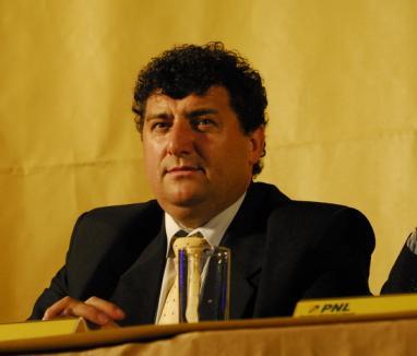 Supărat că n-a ieşit vice la PNL Bihor, Voloşeniuc arată cu degetul spre 'bărbaţii politici' din partid