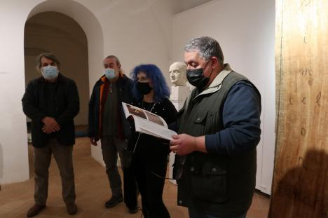Expoziţia de sculptură 'Volumetric' la Oradea: Printre creaţii, un 'cadavru' realizat de un tânăr orădean (FOTO)
