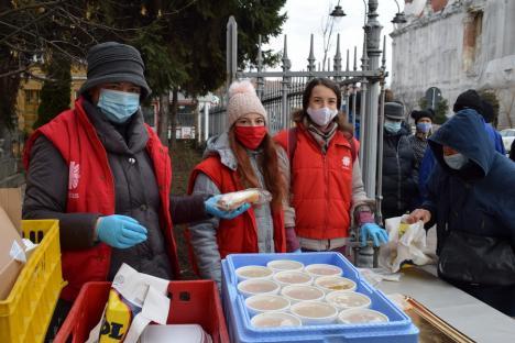 Voluntarii Caritas Catolica vor împărți mâncare nevoiașilor și în februarie