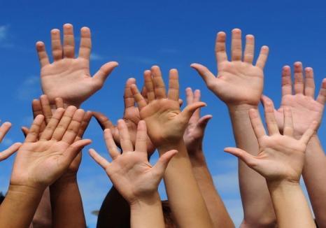 Puneţi mâna şi faceţi!