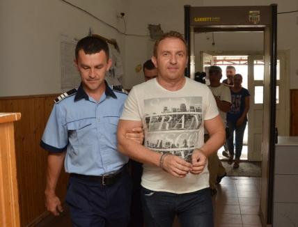 Directorul şpăgar al Colegiului Şaguna, Răzvan Vonea, vrea să-şi plătească liberarea din arest