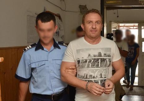 Joaca de-a închisoarea: Încarcerat pentru 3 ani şi jumătate, fostul director al Colegiului Andrei Şaguna, Răzvan Vonea, a fost eliberat după 12 zile