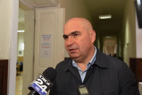 """Primarul Ilie Bolojan a votat la Colegiul Gojdu, pentru un preşedinte """"cu experienţă"""" şi care """"să poată colabora cu Guvernul"""" (FOTO / VIDEO)"""