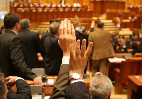 Opt nume de ținut minte: Cine sunt parlamentarii din Bihor care au votat legile monstruoase