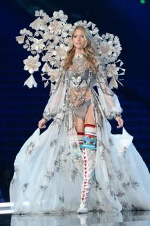 Prezentarea 'hot' a anului: Cele mai sexy look-uri din Victoria's Secret Fashion Show (FOTO)