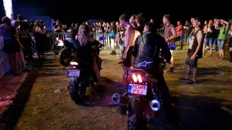 Puţini, dar buni: După prima ediție a festivalului rock Way Too Far din Bihor, organizatorii anunță o a doua (FOTO / VIDEO)