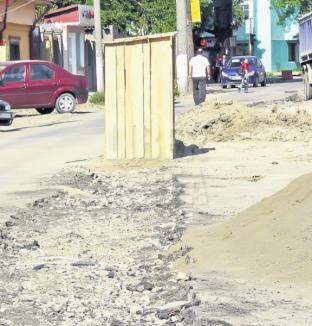 WC în mijlocul unei străzi din Brăila