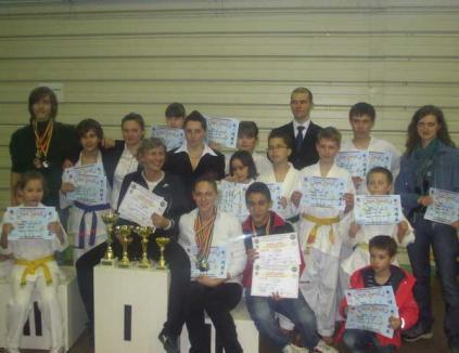 Orădenii au câştigat 12 medalii de aur la Campionatele Naţionale de taekwondo