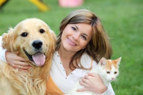 Dovedit ştiinţific: Femeile ţin mai mult la animalele de companie decât la bărbaţi