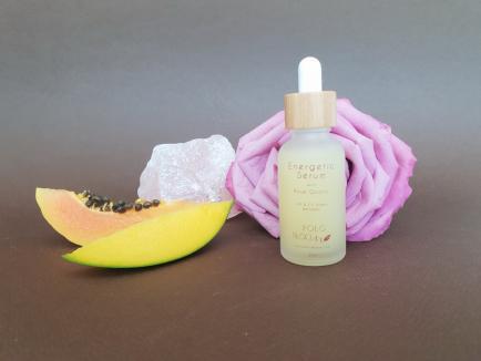 Frumuseţe de cristal: Orădeanca Amalia Buie a lansat YOLO Bloom, o linie de produse beauty vegane, cu cristale(FOTO)