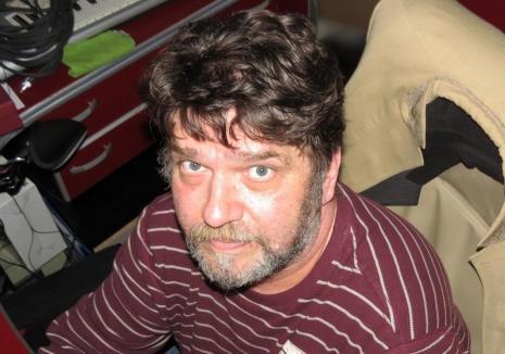 Pervers iertat: După ce l-au ţinut într-un comod arest domiciliar, judecătorii i-au redus pedeapsa designerului Andrei Zalder, condamnat pentru pornografie infantilă