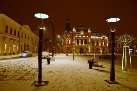 Oradea sub zăpadă: Vezi cum arată Piaţa Unirii 'îmbrăcată' în alb! (FOTO)