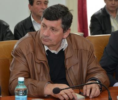 Primarul oraşului Aleşd, liberalul Zeno Ţipţer, a fost condamnat cu suspendare şi a primit interdicţia să mai candideze timp de 10 ani!