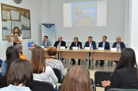 Zilele Carierei la Universitatea din Oradea: Studenţii au aflat de ce sunt meseriaşi primarul Bolojan, rectorul Bungău şi actorul Richard Balint (FOTO)