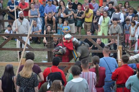Festivalul Medieval a scos orădenii din casă: Mii de oameni au petrecut vineri în Cetate (FOTO / VIDEO)