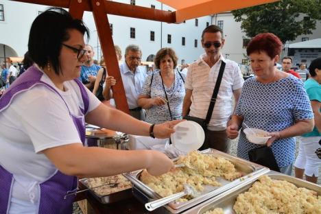 Sărbătoarea slovacilor în Cetatea Oradea: Locuitorii din Valea Cerului sunt cei mai buni la gătit găluşte, iar cei din Suplac la plăcinte (FOTO / VIDEO)