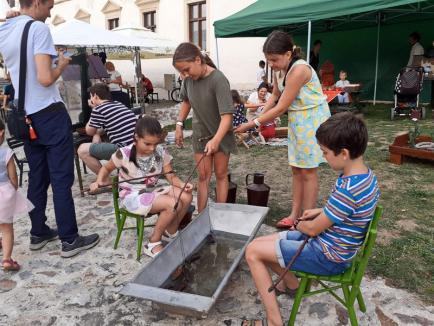Zilele Culturii Maghiare: Orădenii sunt ademeniți cu langoş, kurtos cu înghețată din fructul dragonului, spectacole și muzică (FOTO / VIDEO)
