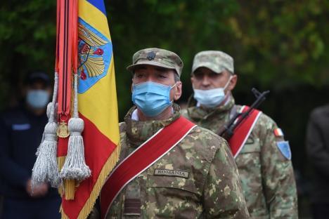 Ziua Armatei Române a fost sărbătorită şi la Oradea. PSD-iştii au comandat o coroană, dar n-au mers să o depună...(FOTO / VIDEO)