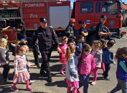 Cadou pentru cei mici: De Ziua Copilului, pompierii bihoreni îşi deschid porţile