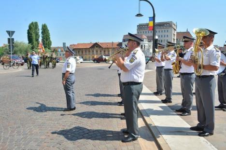 Ziua Drapelului Național a fost sărbătorită de oficialități și de o mână de orădeni, în lipsa primarului și a prefectului (FOTO)