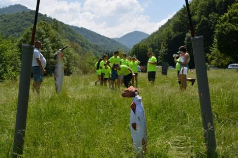 Ziua Liliacului Carpatin: Elevii s-au întrecut în jocuri în natură, iar cei mari la gătit bogracs, la Coada Lacului (FOTO / VIDEO)
