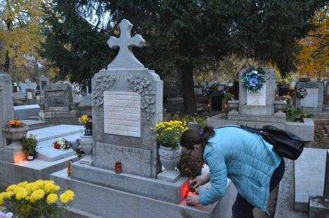 Ziua Morţilor: Program prelungit și vineri la Cimitirul orădean (FOTO)