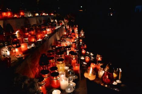 Tot mai puţini. Circa 3.000 de orădeni au aprins lumini la mormintele celor dragi de Ziua Morţilor (FOTO)