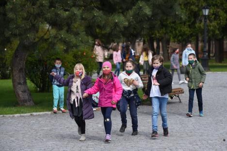 Grădina Palatului Baroc, animată de zeci de copii de Ziua Pământului (FOTO / VIDEO)