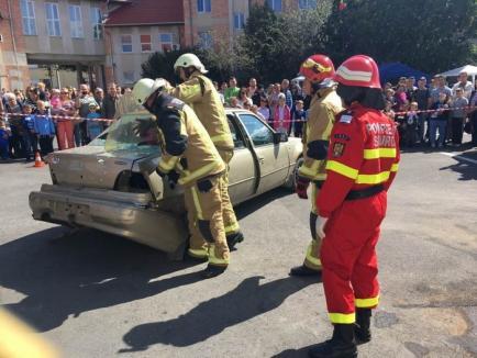 La mulţi ani pompierilor! Militarii şi-au sărbătorit ziua împreună cu bihorenii (FOTO)
