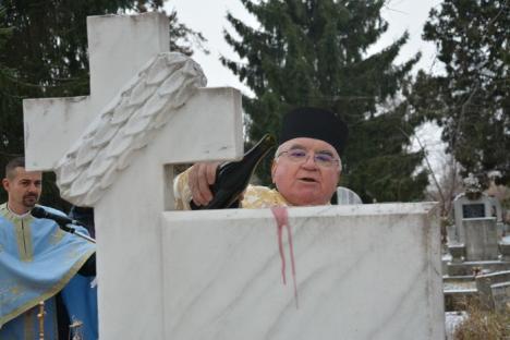 """Omagiu """"eroilor Revoluţiei"""" îngropaţi la Oradea: În delegaţia PSD Bihor a fost la loc de frunte şi un colonel de Securitate (FOTO)"""