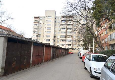 Parcare pe garaj: Primăria Oradea vrea să demoleze garajele dintre blocuri, ca să facă parcări în loc