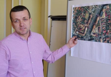 Şase case şi 22 de garaje din Ioşia vor fi demolate pentru a face loc la 300 locuri de parcare