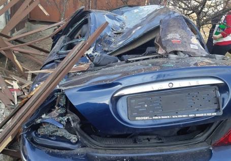 Accident pe DN 76: O persoană a fost rănită şi trei maşini, între care şi un Jaguar, s-au făcut praf lângă Hidişelu de Jos (FOTO)