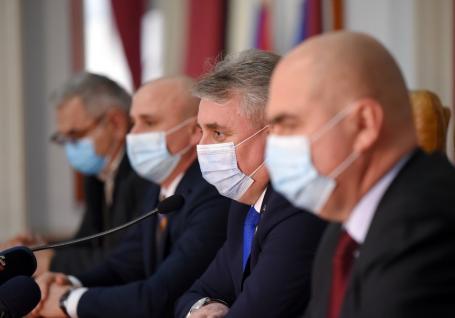 """De ce ar crede bihorenii promisiunile ministrului Transporturilor? """"Tocmai am dovedit"""": reabilitarea DN 76 Oradea – Beiuş de la 8% la 98% într-un an (FOTO / VIDEO)"""