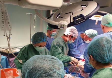 Organele unui bărbat din Bihor care a căzut de la etaj dau șansa altor oameni să trăiască. Inima sa, transplantată în străinătate (FOTO)