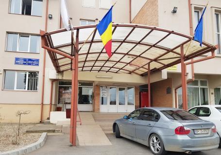 Primăria Sânmartin şi-a suspendat activitatea după identificarea unui funcţionar infectat cu Covid-19
