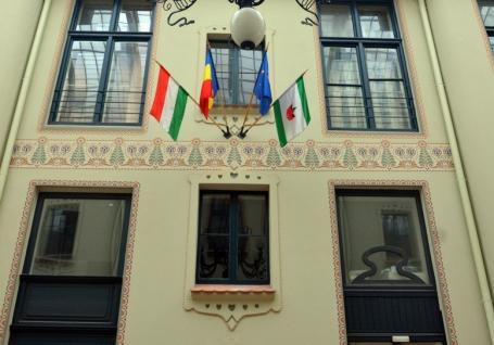 Prefectul Ioan Mihaiu a cerut UDMR Bihor să explice de ce a arborat steagul Ungariei